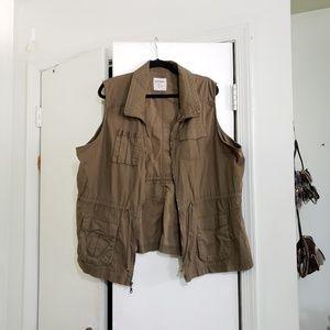 Old Navy Jackets & Coats - Army Green Sleeveless Utility Vest (Size XXL)